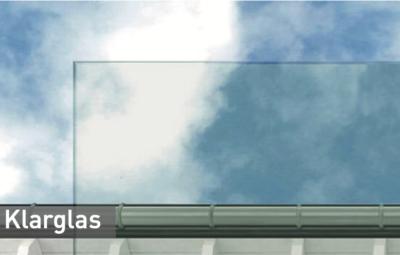 Klarglas-vor-einem-Himmelhintergrund